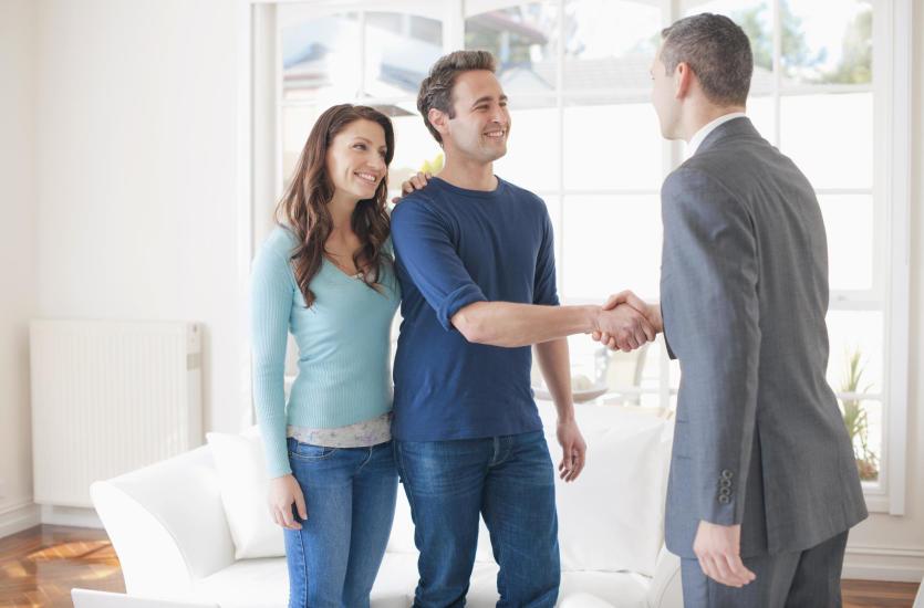 Стоит ли продавать или покупать недвижимость через посредника?