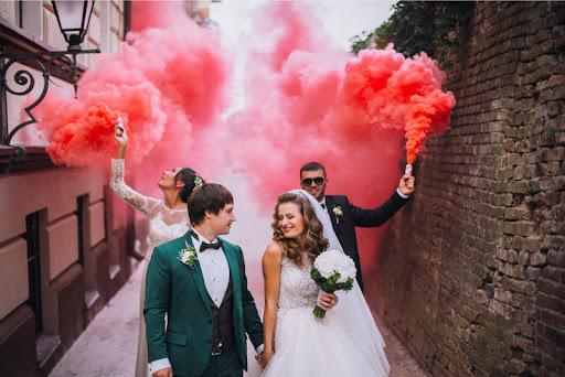 Как использовать цветной дым для фотосессий?
