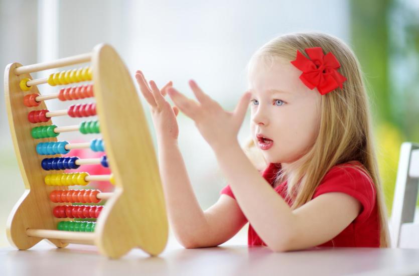 Какими развивающими игрушками для детей стоит запастись?